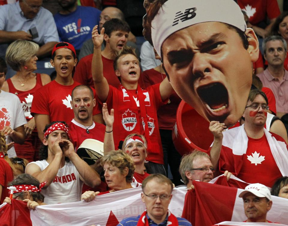Djokovic wins for 2-2 tie with Canada in Davis Cup