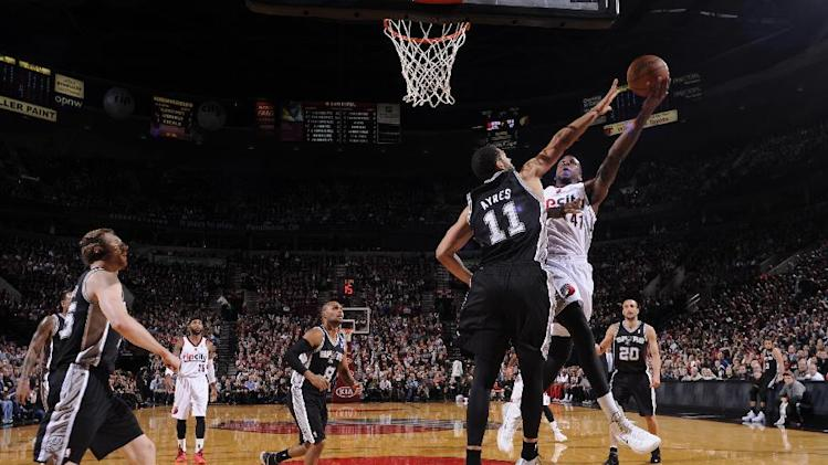 Mills has 29 and Spurs edge Blazers 111-109
