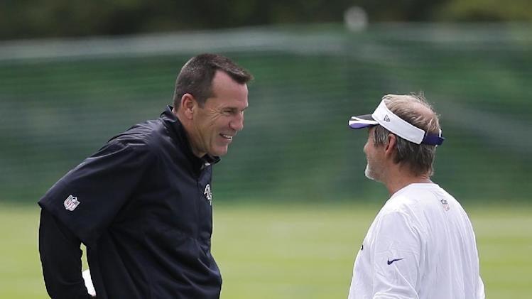 Baltimore Ravens offensive coordinator Gary Kubiak, left, chats with senior offensive assistant Craig Ver Steeg during NFL football training camp, Tuesday, July 22, 2014, at the team's practice facility in Owings Mills, Md. (AP Photo)