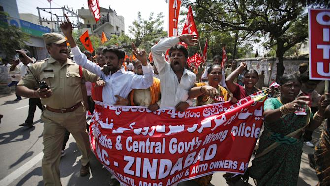 Sporadic violence marks countrywide Indian strike