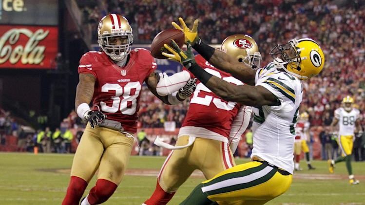 Green Bay Packers wide receiver James Jones (89) catches a pass as San Francisco 49ers Chris Culliver (29) and Dashon Goldson attempt to intercept during the first half of an NFC divisional playoff NFL football game in San Francisco, Saturday, Jan. 12, 2013.  (AP Photo/Tony Avelar)