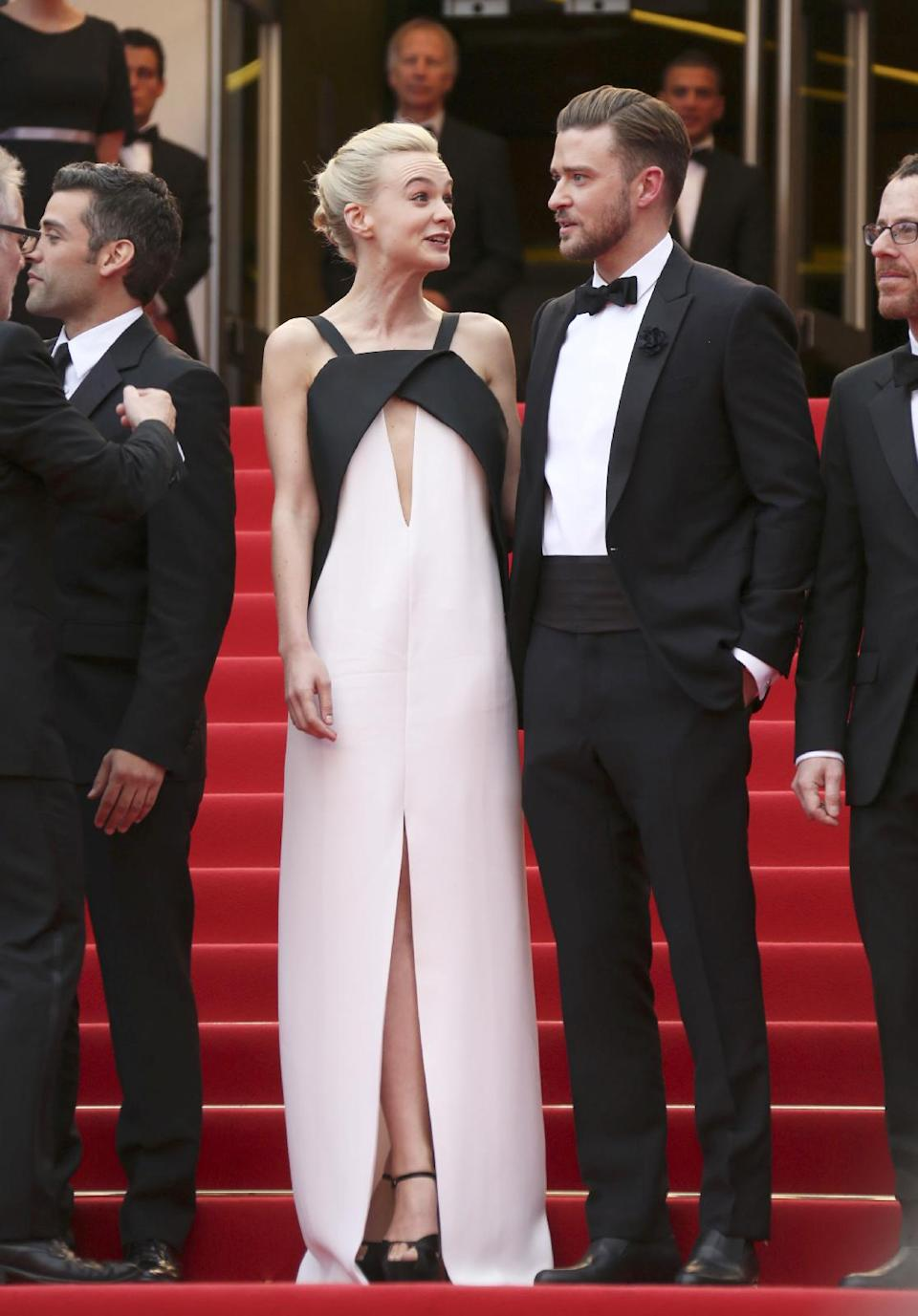 "FILE - This May 19, 2013 file photo shows actress Carey Mulligan, left, in a Deco-inspired white and black gown with keyhole opening with Justin Timberlake at the screening of ""Inside Llewyn Davis"" at the 66th international film festival, in Cannes, southern France. (Photo by Joel Ryan/Invision/AP, file)"