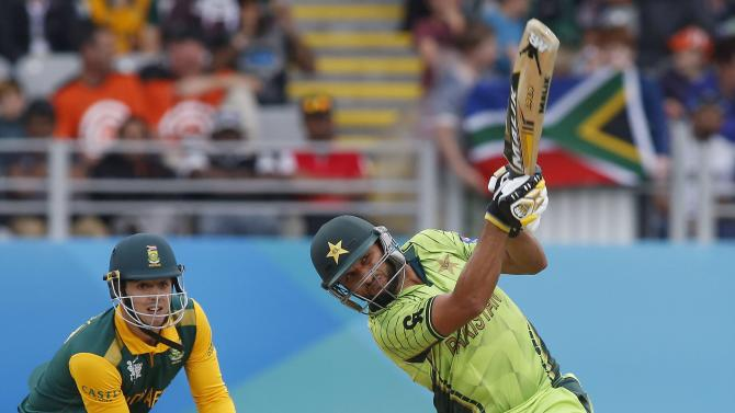 Pakistan's Shahid Afridi hits a six watched by South Africa's Quinton De Kock during Pakistan's Cricket World Cup match in Auckland