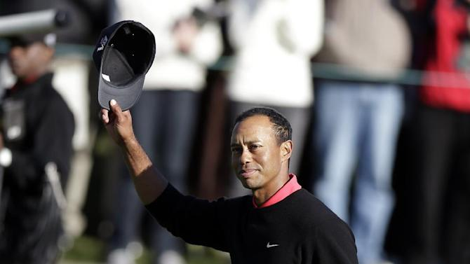 Tiger Woods waves his cap to acknowledge applause as he walks to the 18th green during the fourth round of the Farmers Insurance Open golf tournament at the Torrey Pines Golf Course, Monday, Jan. 28, 2013, in San Diego. Woods closed with an even-par 72 for a four-shot victory in the tournament. (AP Photo/Gregory Bull)
