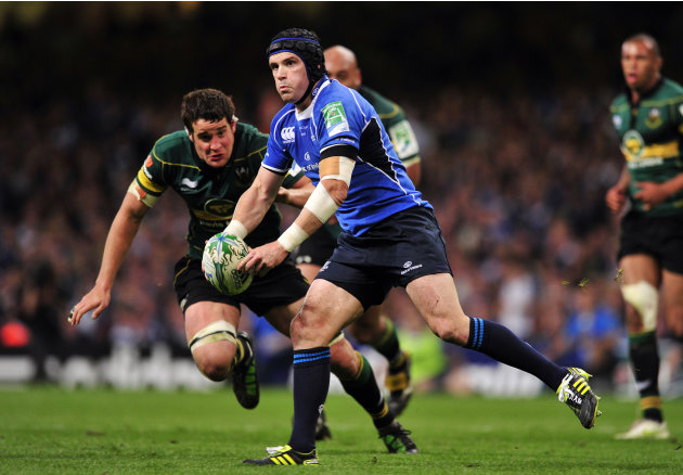 Leinster's Irish flanker Shane Jennings passes the ball during their Heineken Cup Final match against Northampton Saints at the Millennium Stadium in Cardiff on May 21, 2011. AFP PHOTO/GLYN KIRK  NOT