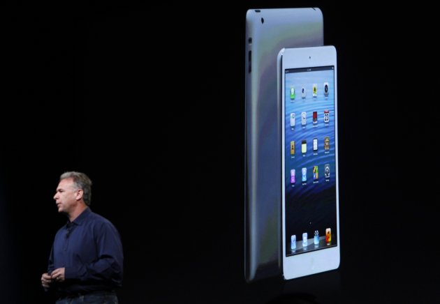 Apple senior vice president of worldwide marketing Philip Schiller introduces the new iPad mini during an Apple event in San Jose, California October 23, 2012. REUTERS/Robert Galbraith (UNITED STATES - Tags: SCIENCE TECHNOLOGY BUSINESS)