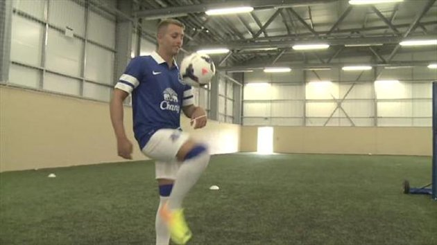 Gerard Deulofeu behind the scenes at Everton