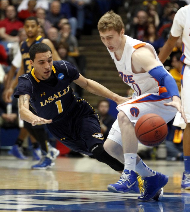 La Salle guard Peterson fights for a loose ball with Boise State guard Elorriaga during their first round NCAA tournament basketball game in Dayton