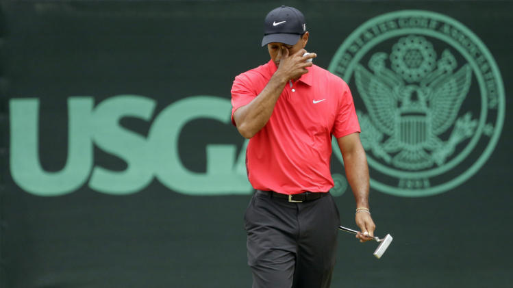 Tiger Woods reacts after putting on the eighth green during the fourth round of the U.S. Open golf tournament at Merion Golf Club, Sunday, June 16, 2013, in Ardmore, Pa. (AP Photo/Gene J. Puskar)