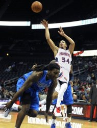 Bernard Harrison Picture Singapore on Atlanta Hawks Guard Devin Harris  34  Shoots Over An Off Balance