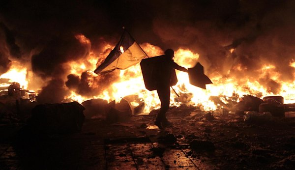 Riot police move in against Kiev protest camp