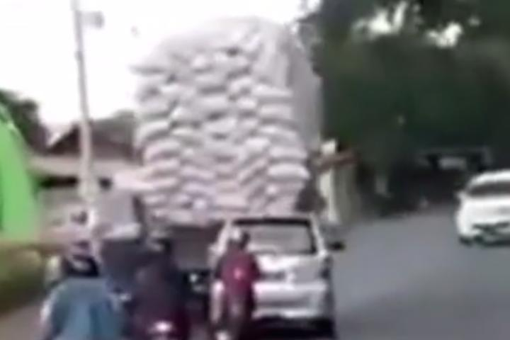 This Overloaded Truck Had No Chance