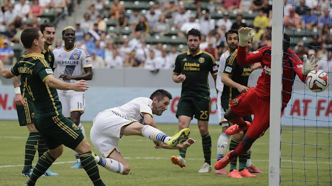 Keane leads Galaxy past Timbers, 3-1