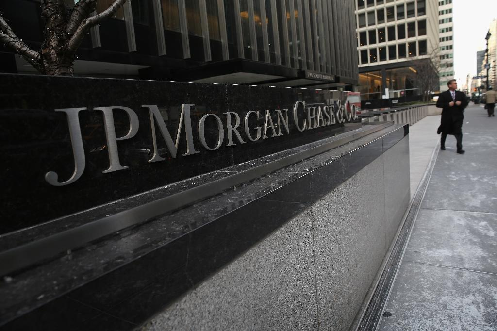 Advisory firms urge revolt over JPMorgan chief's pay packet