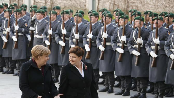 German Chancellor Merkel and Polish Prime Minister Szydlo inspect the guard of honour during a ceremony at the Chancellery in Berlin