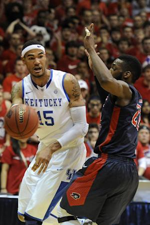 Wildcats big man out 10-14 days with hand injury