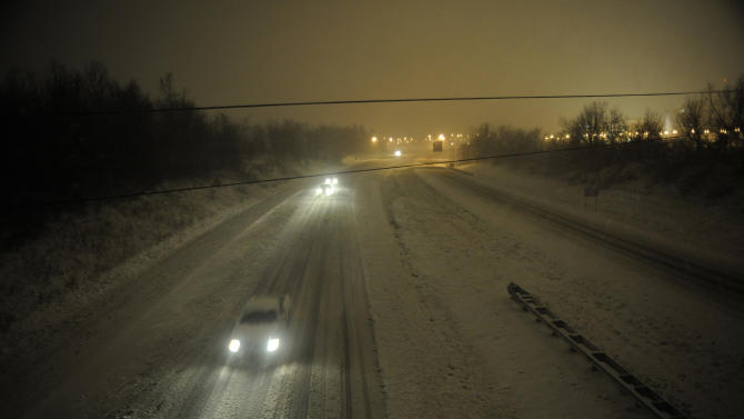 US storm's toll up to 6 dead; system heads east