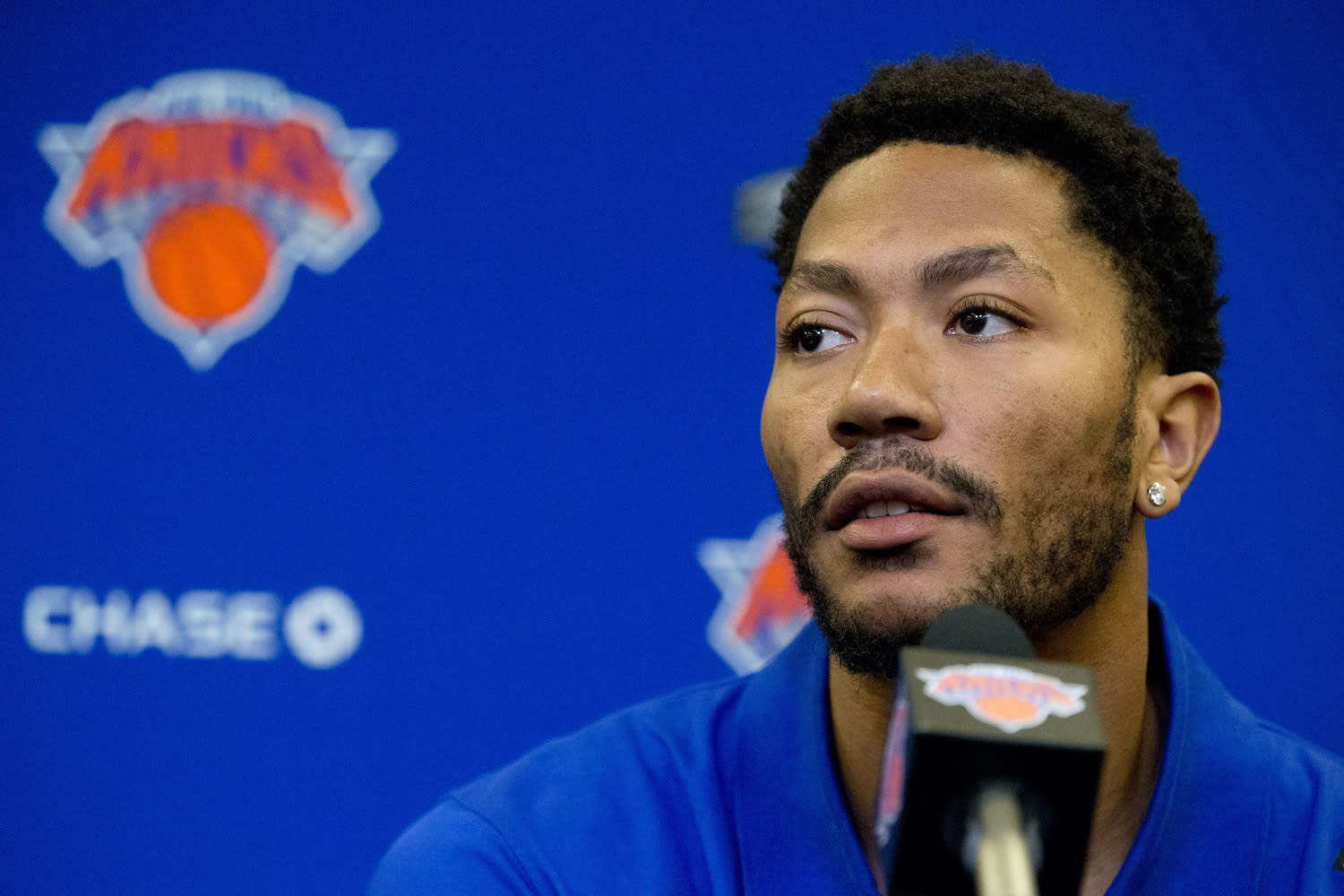 Jurors took photos with Derrick Rose less than an hour after finding him not guilty in civil rape trial