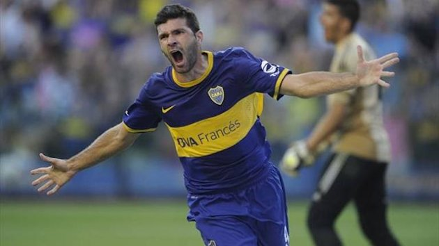 Emmanuel Gigliotti of Boca Juniors celebrates