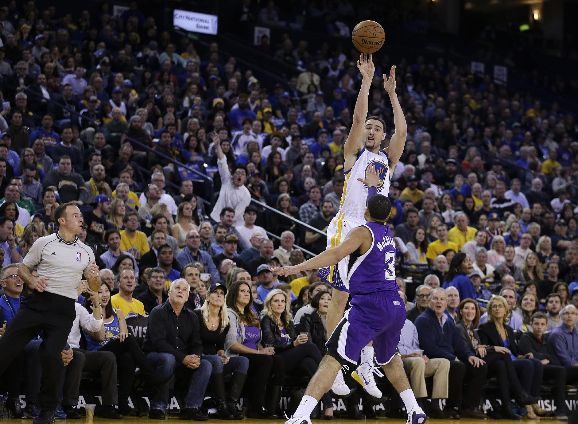 Thompson's record 3rd quarter leads Warriors past Kings