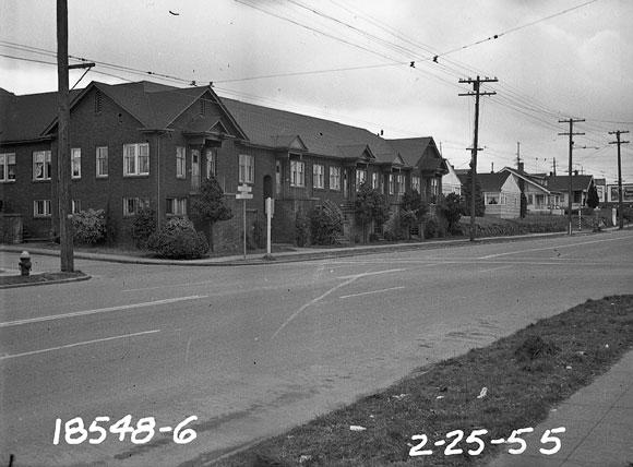 Cornerspotter: Cornerspotter: Perfectly-Preserved Apartments in 1955