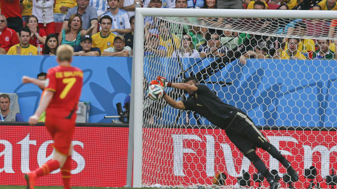 Defense stands up, Argentina into World Cup semis