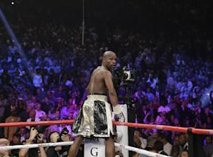 Floyd Mayweather Jr. looks back after greeting the …
