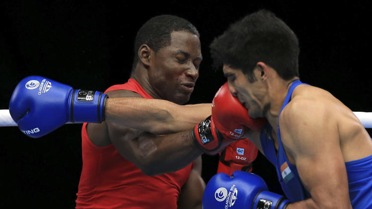 India's Vijender Vijender, right, fights Trinidad and Tobago's Aaron Prince in the Men's middle weight quarterfinal during the 2014 Commonwealth Games in Glasgow, Scotland, Wednesday July 30, 2014. (AP Photo/PA, Peter Byrne) UNITED KINGDOM OUT NO SALES NO ARCHIVE