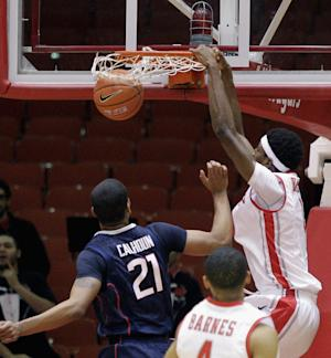 Houston beats No. 17 Connecticut 75-71