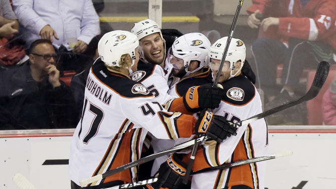 Getzlaf lifts Ducks to 3-2 win over Red Wings