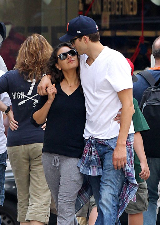 Mila Kunis,Ashton Kutcher,New York