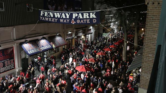 Fans shrug off extra World Series security