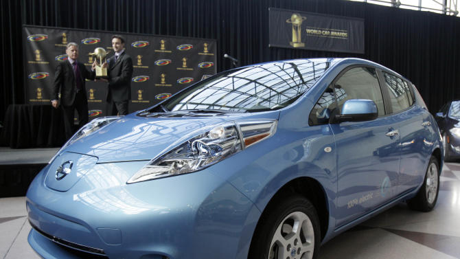 Nissan offers Leaf discounts to spur sales