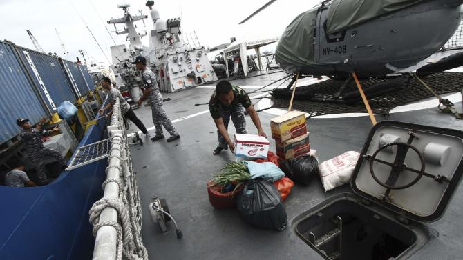 Navy soldiers prepare food at KRI Sultan Hasanuddin-366 warship before joining search operations for AirAsia flight QZ8501 at Batuampar port in Batam