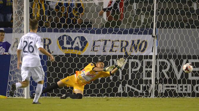 Galaxy beats Isidro Metapan 1-0