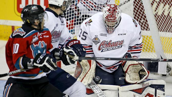 Oshawa Generals goalie Ken Appleby makes a save against the Kelowna Rockets during the third period of their Memorial Cup hockey game at the Colisee Pepsi in Quebec City