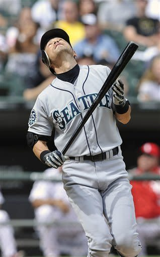 Sale pitches 1st complete game, Chisox top Seattle
