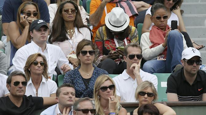 Mirka Federer, center left in blue, and trainer Stefan Edberg, center right, watch  Switzerland's Roger Federer in the first round match of the French Open tennis tournament against Colombia's Alejandro Falla  at the Roland Garros stadium, in Paris, France, Sunday, May 24, 2015. (AP Photo/David Vincent)