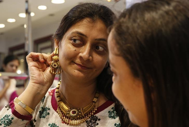 Gold steadies as dollar falls, June rate rise prospects dim