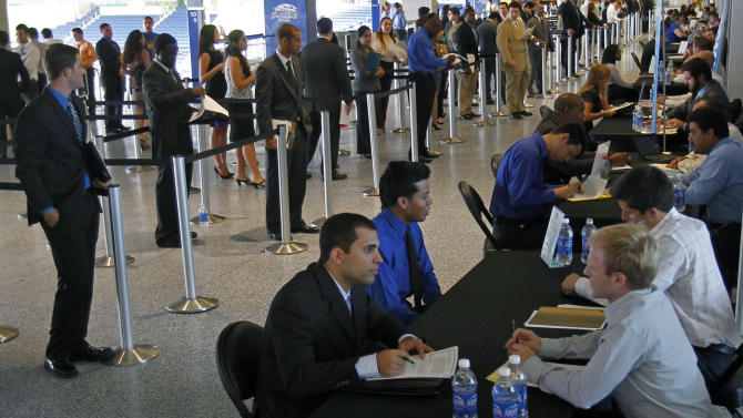 Weekly US jobless aid applications fall to 369K