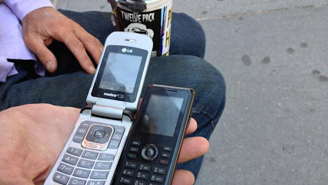 How Homeless People Use Technology: A Photo Essay On Street Poverty ...