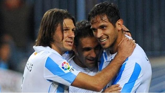 Champions League - Santa Cruz fires Malaga past 10-man Porto