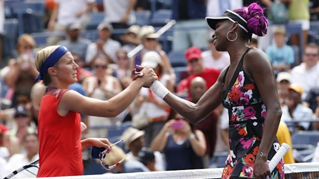 Venus Williams of the U.S. is congratulated by Kirsten Flipkens of Belgium (L) after Williams won their match at the U.S. Open tennis chammpionships in New York, August 26, 2013. REUTERS