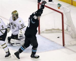 Clowe helps Sharks skate past Stars, 5-2