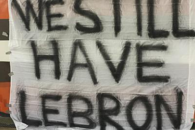 Fans at Browns game ignore football, bring sign celebrating LeBron James