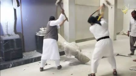 With sledgehammer, Islamic State smashes Iraqi history