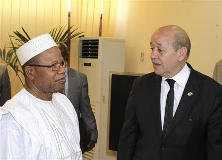 France's Defence Minister Jean-Yves Le Drian (R) meets with Mali's Prime Minister Diango Cissoko in Bamako March 8, 2013. REUTERS/Adama Diarra