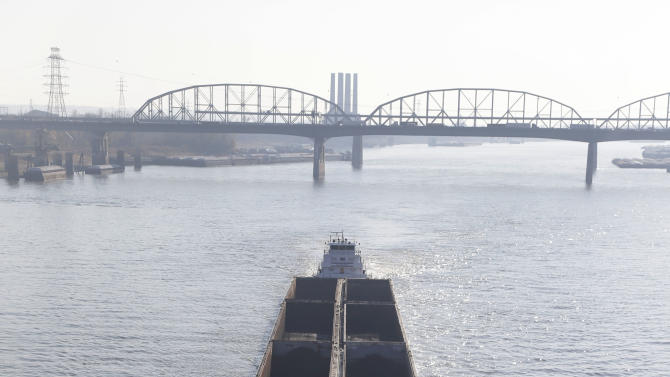 Mississippi River drops, threatening barge traffic