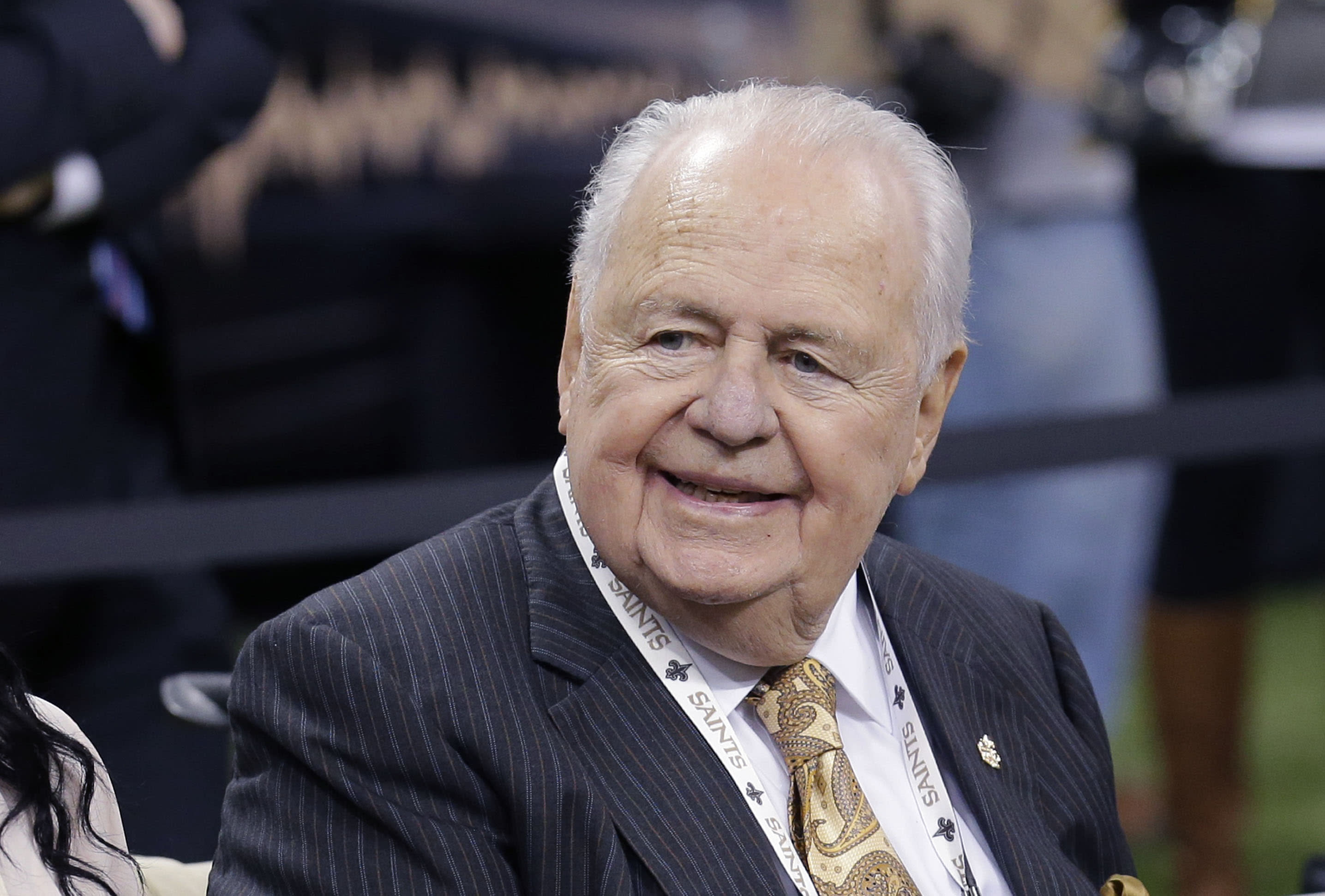 Saints, Sean Payton honor owner Tom Benson with banner (Photo)