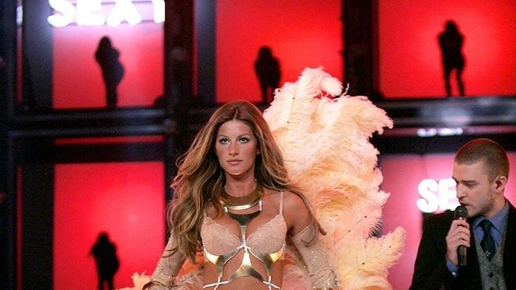 Justin Timberlake performs as Gisele Bundchen walks the runway at the Victoria's Secret Fashion Show 2006 on CBS.